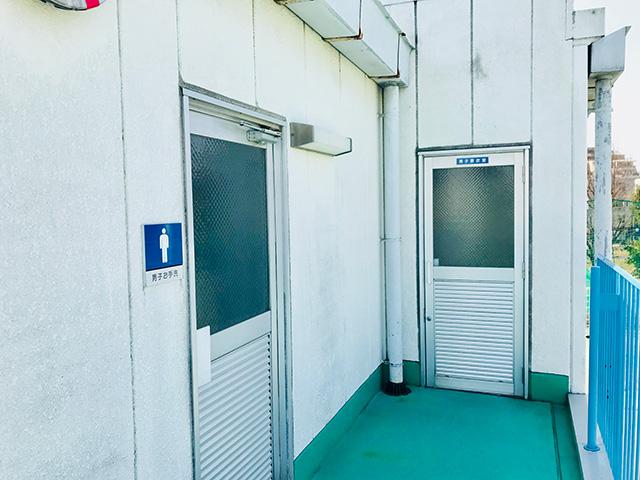 男子更衣室・トイレ